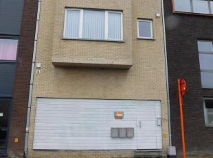 Duplex gelijkvloers perfecte staat op wandelafstand van Oostakker dorp. Via inkomhal en apart toilet kom je in de ruime keuken volledig uitgerust met