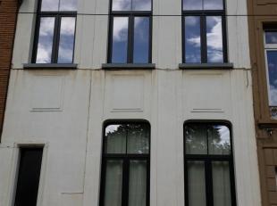 Groot 91m² appartement op de 2e verdieping. Te bevragen telefonisch elke dag tussen 11u en 16u, Stijlvol, ruim en licht met een indrukwekkend zicht op