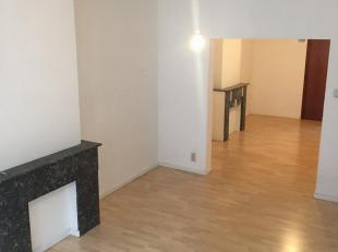 1 slaapkamer appartement, ruim en licht. 2de verdieping.<br /> Gelegen in de straat van de Academie, op wandelafstand van het historische centrum en h