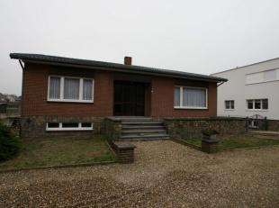 Vrijstaande woning in Eisden dorp uit de jaren 60 met bijbouw op 7 are grond.<br /> Breedte woning 12.88m en diepte 11.50m<br /> <br /> BEGANE GROND<b