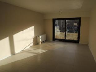 Mooi instapklaar appartement te huur in het centrum van Genk.<br /> De woonkamer en de keuken kijken uit op de Fruitmarkt en zijn zuidgericht.<br /> H