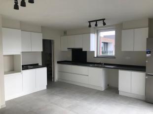 Dit nieuwbouw appartement bevindt zich in een autoluwe straat en op enkele minuten rijden van centrum Hasselt. <br /> Goed bereikbaar door station en