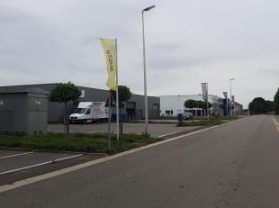 """Hal 165 m2 gelegen op het mooie en vernieuwde industrieterrein de """"Vostert"""". Ruime parking. Geschikt voor vrije beroepen, KMO,  of particulier.Deze is"""