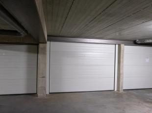 Ondergrondse garagebox in de NicolaasTheelenstraat met een oppervlakte van 17m². Centrale ligging binnen de grote ring van Hasselt, dichtbij autosnelw