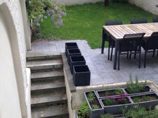 Magnifique duplex, récemment rénové avec splendide jardin et terrasse. Idéalement situé entre la place Flagey et la place Jourdan, à deux pas des inst
