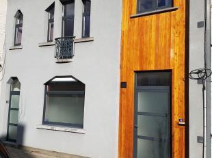 Mooi, vernieuwd rustig gelegen huis in het centrum van Drongen met extra studio op de tweede verdieping. Cohousing mogelijk. Op wandelafstand van open
