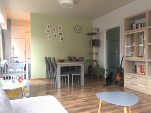 In het centrum van Genk vindt u dit ruime en gezellige appartement. Met kinderopvang, scholen, winkels en openbaar vervoer vlakbij, is dit een toploca