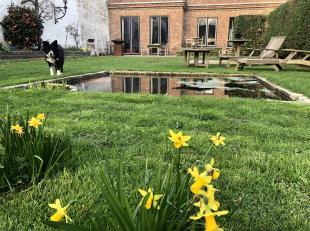 Verdoken parel in centrum Brugge, exclusieve Royale stadswoning(gelijkvloers)ruime zuidelijk gerichte tuin, fascinerend woonervaring in de vorm van 24