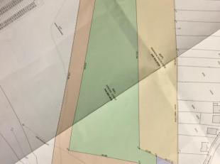 A vendre : <br /> Terrain à lotir d'une superficie de 1ha32, situé à Loyers dans le village.<br /> Servitude de 8m de large pour accès au terrain.<br