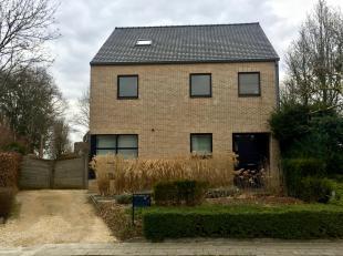 Een verrassend ruime woning centraal gelegen tussen de kleine en grote ring van Hasselt.<br /> Van hieruit bereik je in geen tijd de snelweg, verschil