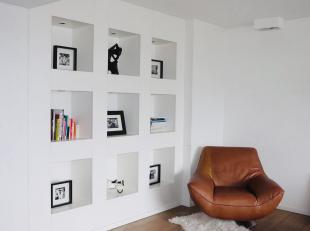 Gerenoveerd Appartement op TOPLOCATIE in Gent!<br /> <br /> Ruim bemeubeld instapklaar 2-slaapkamer appartement met veel lichtinval op toplocatie in G