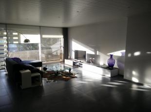 Gerenoveerd appartement op het 2e verdiep binnen de grote ring van Hasselt.<br /> <br /> In 2013 werden de elektriciteit, verwarming, sanitair, keuken