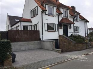 Volledig gerenoveerde koppelvilla, gelegen in een rustig straatje zonder doorgaand verkeer, op 250 m van het Zegemeer en 650 m van de zeedijk. Samenst