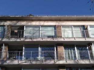 Mooi appartement te huur in de Maria van Bourgondiëlaan in Brugge. Het appartement bevindt zich op de vierde verdieping en is gelegen aan de zuidkant.