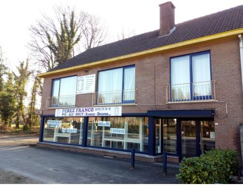 Bedrijfsvastgoed te huur in Genk, € 2.200