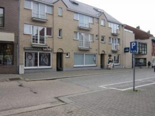 Handelspand / kantoorruimte in centrum/Kerkstraat  van Lummen<br /> <br /> Ligging en omgeving<br /> Dit zeer commercieel, in centrum van Lummen geleg
