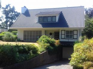 """Op rustige locatie gelegen in de groene villawijk """"de Kolleberg"""", op 5 km. van de Nederlandse grens, riant, vrijstaand landhuis, geheel onderkelderd m"""