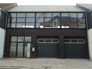 Mooi geïsoleerd magazijn, loods, opslagplaats, werkruimte, 107 m², nieuw dak, nieuwe vloer, mogelijkheid tot inbouwen kantoorruimte. Drijfkracht aanwe