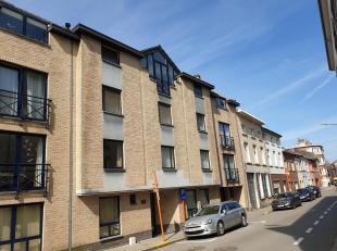 Zeer gezellig en ruim duplexappartement, gelegen in het hartje van Tienen. Met vlotte verbinding autostrade. Het bevindt zich op de derde verdieping e