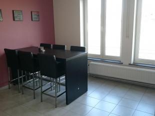 Gezellig gerenoveerd appartement met 2 terrassen, Goede ligging vlakbij het centrum van Tongeren. Ideaal appartement voor alleenstaande of een koppel.