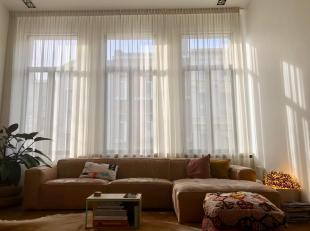 Een uniek appartement in perfecte staat op een toplocatie! Licht en zonnig appartement vlakbij de bruisende Troonplaats! Het appartement werd enkele j