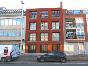 Dit ruime appartement van maar liefst 106 m² bevindt zich op de tweede verdieping van een kleinschalige Residentie,De Laene . Het is gelegen op 350 m