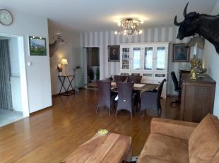 zeer ruim Instapklaar appartement met perfecte ligging in het centrum van Kapellen.<br /> de totale bewoonbare oppervlakte komt neer op ongeveer 110m2