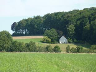 Een unieke ligging op de zuidflank van de Vlaamse Ardennen<br /> Op 3 km van Kwaremont dorp ligt dit prachtig landhuis met enig panoramisch zicht. Lan